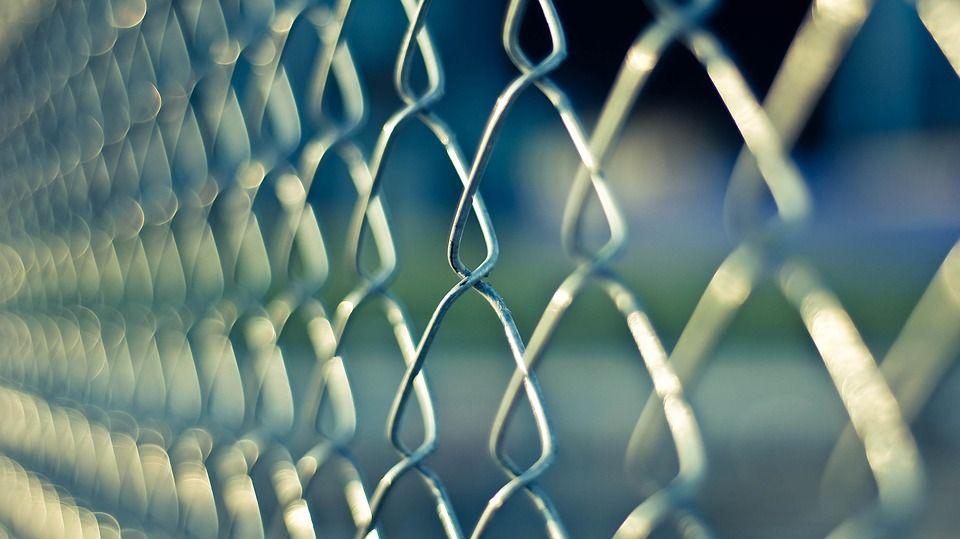 Kerítés cölöpverő