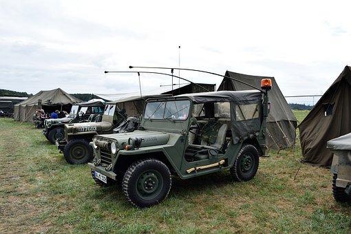 Katonai toborzó mikrobusz sátorponyva