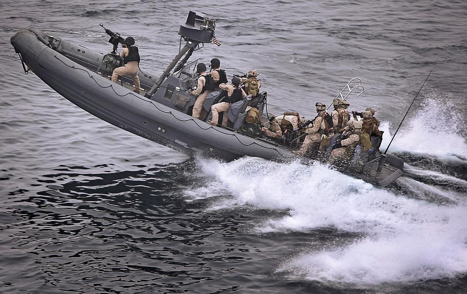 Félmerev csónakok Katonai csónakok tűzszerész hajók