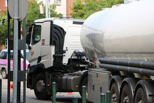 Üzemanyag töltő gépjárművek